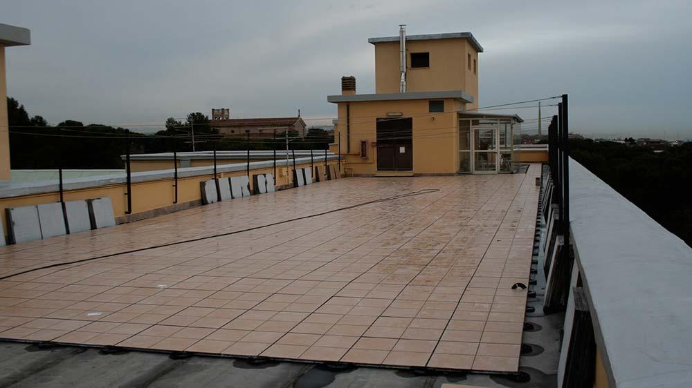 Pavimenti sopraelevati con mattonelle