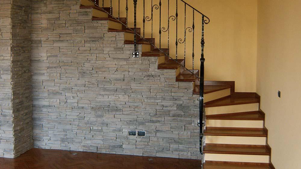 Ricopertura gradini con legno scuro